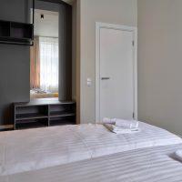 dandelion_4_bdrm_design_apartment_black-11