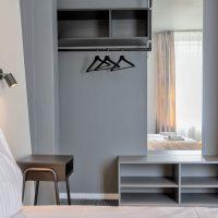 dandelion_4_bdrm_design_apartment_black-14